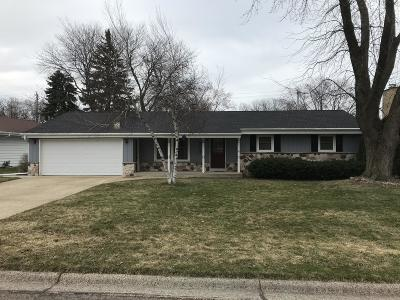 South Milwaukee Single Family Home For Sale: 213 Hemlock Ct