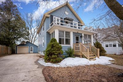 Sheboygan Falls Single Family Home Active Contingent With Offer: 423 Mill St