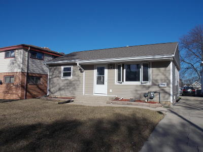 Milwaukee Single Family Home For Sale: 2556 S 69th