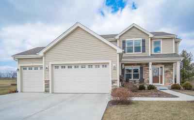 Cedarburg Single Family Home Active Contingent With Offer: 556 Benton Way