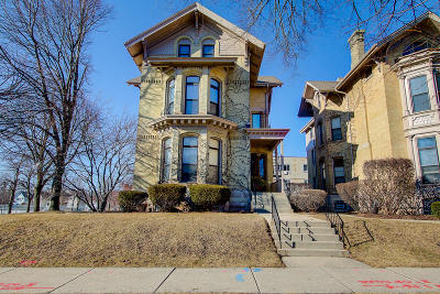 Milwaukee Condo/Townhouse For Sale: 904 E Pleasant St. #3