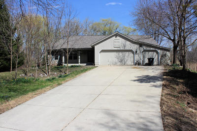 Menomonee Falls Single Family Home Active Contingent With Offer: N57w15050 Vista Ln