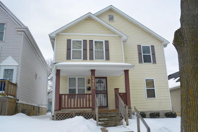 Milwaukee Single Family Home Active Contingent With Offer: 2423 N 34th St