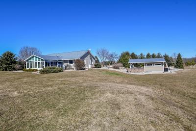 Oconomowoc Single Family Home Active Contingent With Offer: N7298 County Road F