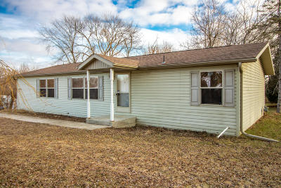 Muskego Single Family Home For Sale: W199s8442 Woods Rd