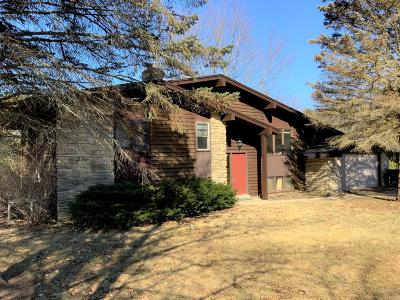 Mukwonago Single Family Home Active Contingent With Offer: W312s8965 Moccasin Trl