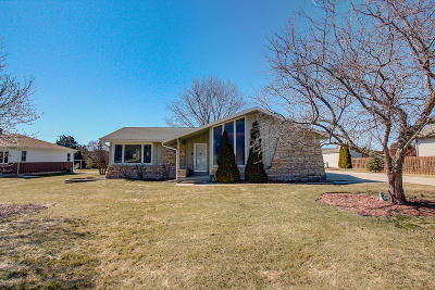 Greenfield Single Family Home Active Contingent With Offer: 4929 S 72nd St