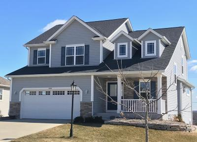 Waukesha Single Family Home Active Contingent With Offer: 2319 River Hill Ct