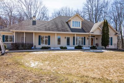 Cedarburg Single Family Home For Sale: 1545 Fox Hollow Ln