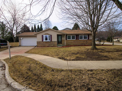 Kenosha Single Family Home Active Contingent With Offer: 4223 88th Pl