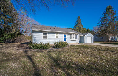 Muskego Single Family Home Active Contingent With Offer: W143s6972 Belmont Dr