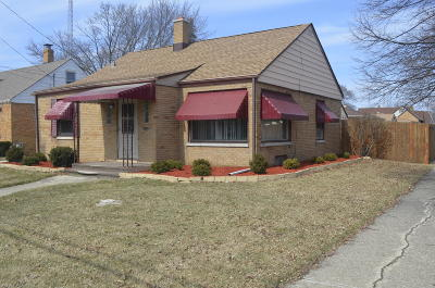 Kenosha Single Family Home Active Contingent With Offer: 2400 76th St