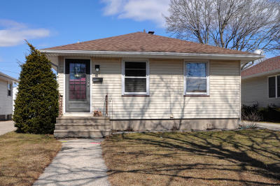 Kenosha Single Family Home Active Contingent With Offer: 2314 26th St