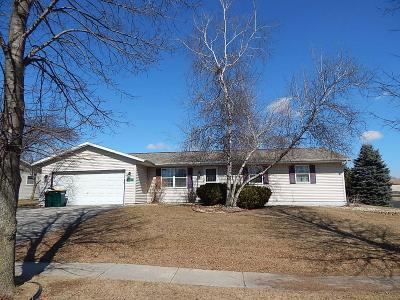 Fort Atkinson Single Family Home Active Contingent With Offer: 1330 Commonwealth Dr