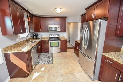 Brookfield Single Family Home Active Contingent With Offer: 21225 Ann Rita Dr