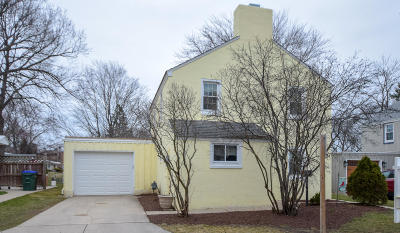 Single Family Home Active Contingent With Offer: 5614 Badger Ct