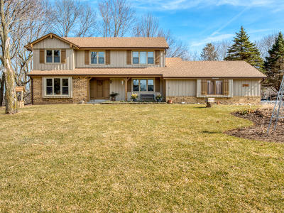 Mukwonago Single Family Home Active Contingent With Offer: W325s6832 Ashton Cir