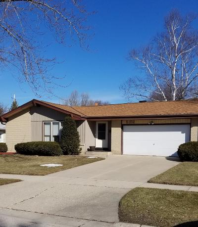 Single Family Home Active Contingent With Offer: 5102 Russell Dr