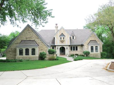 Pewaukee Single Family Home For Sale: W283n3917 Yorkshire Tr