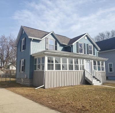 Fort Atkinson Single Family Home Active Contingent With Offer: 621 Grant St