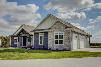 West Bend Single Family Home For Sale: 1848 Hunters Trl