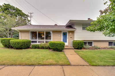 Kenosha Single Family Home Active Contingent With Offer: 630 78th St