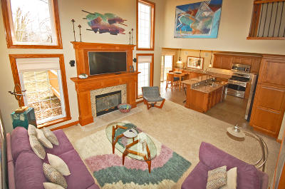 Lake Geneva Condo/Townhouse Active Contingent With Offer: 1617 Woodland Dr