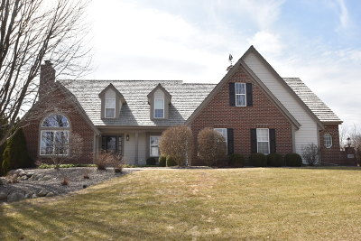 Waukesha Single Family Home For Sale: 3011 Walden Cir