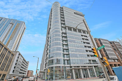 Milwaukee Condo/Townhouse Active Contingent With Offer: 545 E Wells St #600