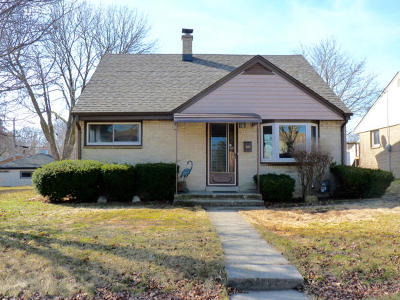 Milwaukee Single Family Home Active Contingent With Offer: 429 E Warnimont Ave