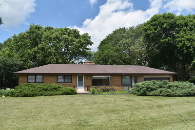Brookfield Single Family Home Active Contingent With Offer: 15540 Franklin Dr