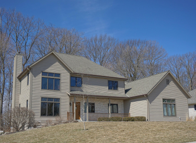 Oconomowoc Single Family Home For Sale: 388 River Bluff Cir