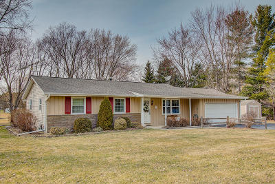 Single Family Home Active Contingent With Offer: W241s10075 Meadow Cir