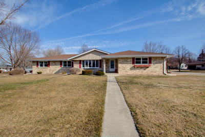 Germantown Single Family Home For Sale: N104w16970 Thornapple Row