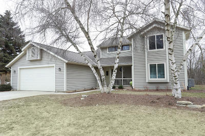 Sheboygan Single Family Home Active Contingent With Offer: 2043 White Pine Ln