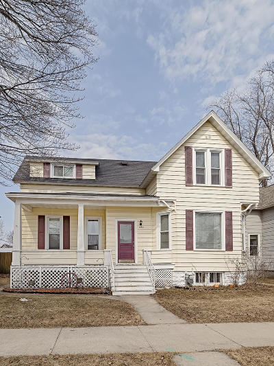 Marinette Single Family Home Active Contingent With Offer: 1430 Elizabeth Ave