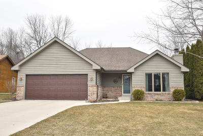 Saukville Single Family Home Active Contingent With Offer: 620 W Briarknoll Ct