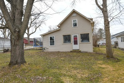 Pewaukee Single Family Home Active Contingent With Offer: N20w28400 Oakton Rd