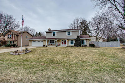 Racine Single Family Home Active Contingent With Offer: 5530 Whirlaway Ln