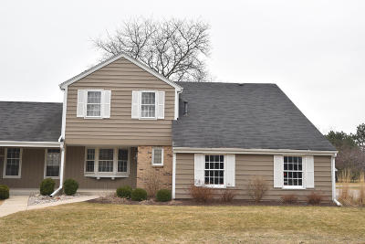 Mequon Condo/Townhouse Active Contingent With Offer: 12515 N Woodberry Dr