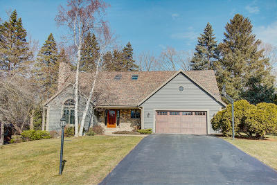 Brookfield Single Family Home Active Contingent With Offer: 995 Simon Dr