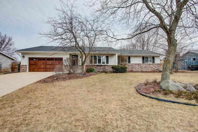 Franklin Single Family Home Active Contingent With Offer: 7406 S 70th St