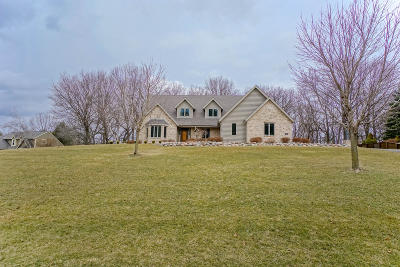 Delafield Single Family Home Active Contingent With Offer: 309 W Cedar Valley Rd