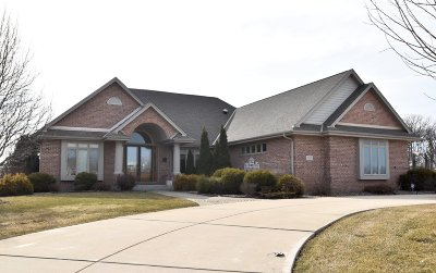 Racine County Single Family Home Active Contingent With Offer: 5830 Stefanie Way