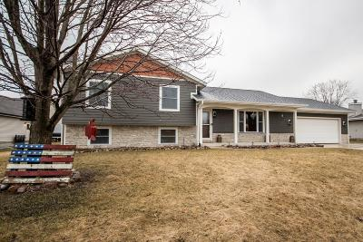 Slinger Single Family Home Active Contingent With Offer: 3887 Thornapple Rd