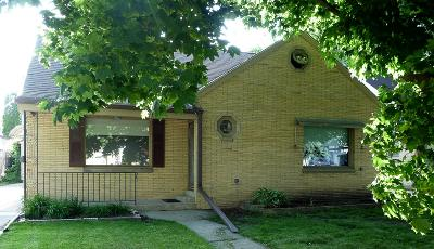 West Allis Single Family Home For Sale: 2121 S 80th St