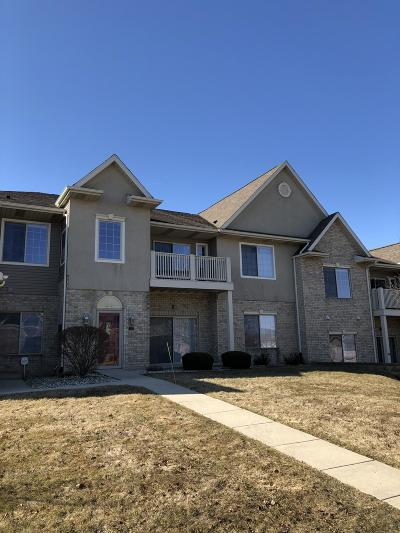 Kenosha Condo/Townhouse Active Contingent With Offer: 6919 53rd St #128
