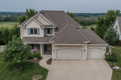 Waukesha Single Family Home For Sale: 2218 Deer Path