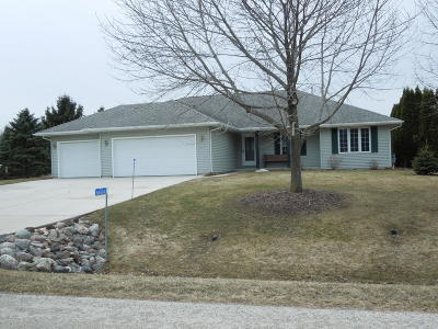 Sheboygan Single Family Home Active Contingent With Offer: N6424 Abbey Ct