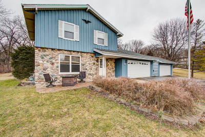Mukwonago Single Family Home Active Contingent With Offer: W304s8351 Oak Ridge Dr